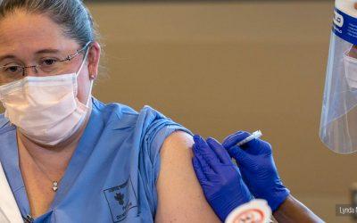 Todo el personal de Salud tiene prioridad en la vacunación, reitera OMS